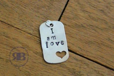 I am love pendant